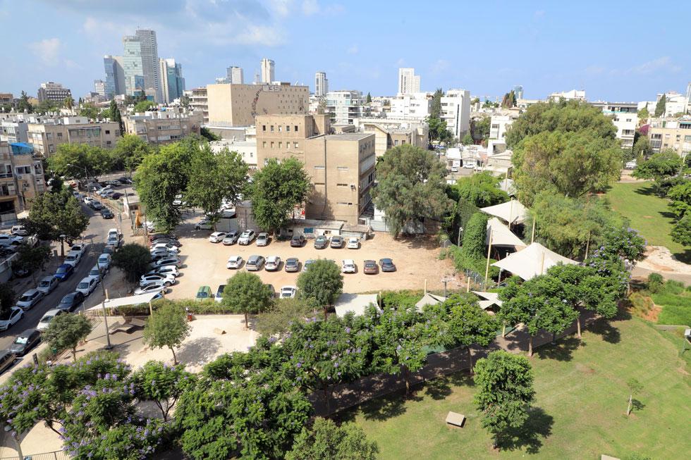 מבט על חלק מפארק קרית ספר, ומתחם מפ''י (מרכז מיפוי ישראל) הצמוד אליו. המרכז יצטמצם לבניין אחד, כדי שהפארק יתרחב (צילום: דנה קופל)