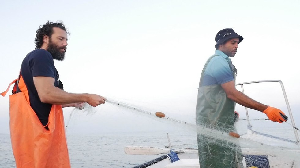 מסע של שני דייגים בסירה אחת (צילום מתוך הוידיאו)