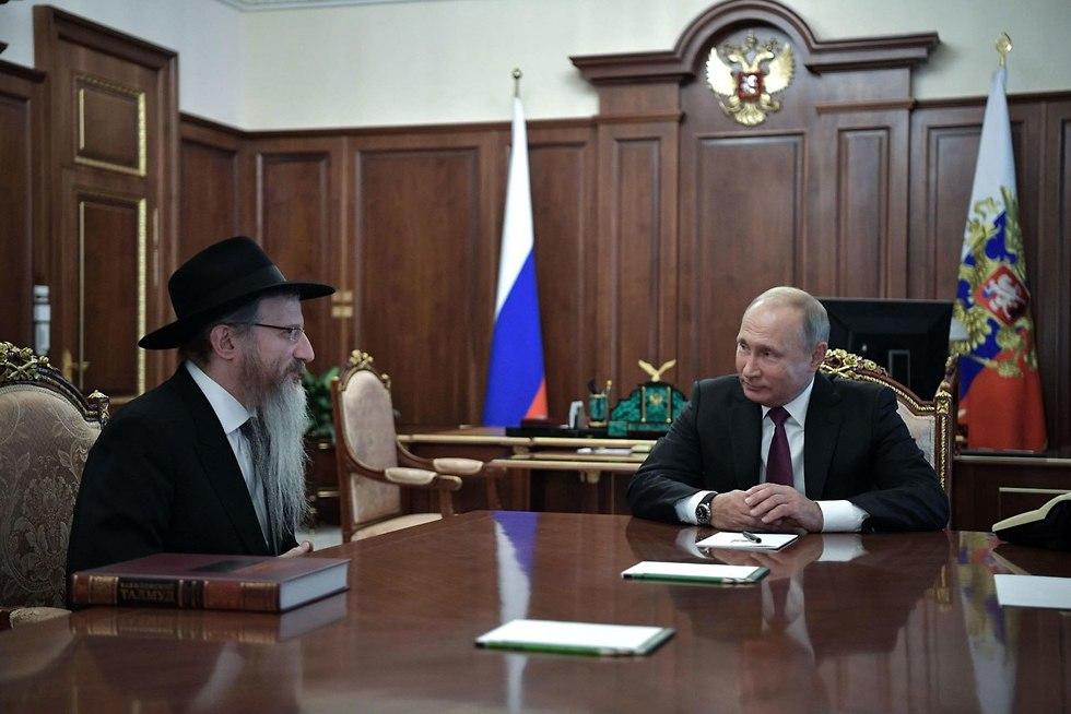 Russia's President Vladimir Putin (R) and Chief Rabbi Berel Lazar (Photo: AFP)