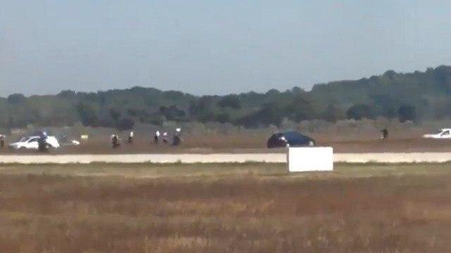 שדה התעופה הצרפתי בעיר ליון נסגר לזמן קצר בעקבות מרדף אחר רכב שפרץ לשטח הנמל ()