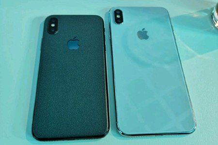 מימין: iPhone Xs Plus (צילום מסך)