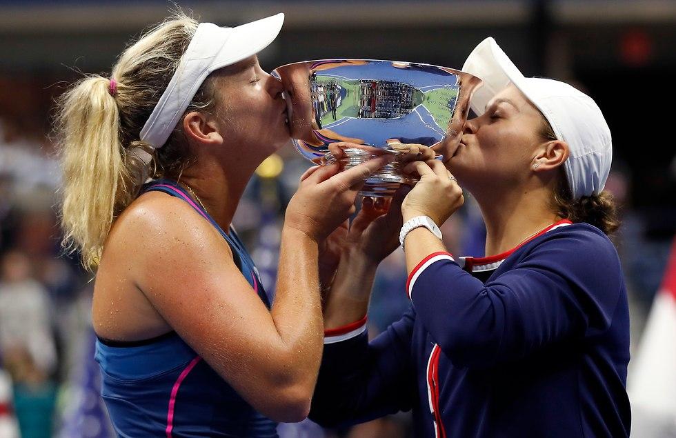 אלישה בארטי וקוקו ונדוויי (צילום: AP)