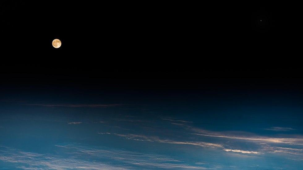הירח כפי שתועד מתחנת החלל הבינלאומית (צילום: אלכסנדר גרסט, סוכנות החלל האירופית)