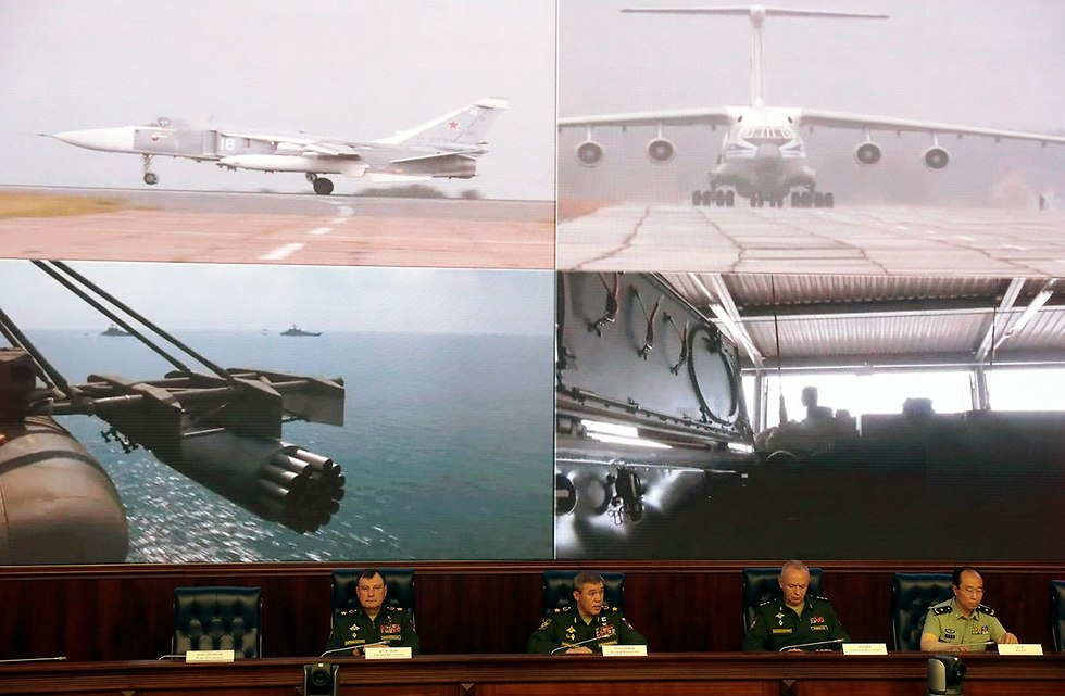 תרגיל צבאי ב רוסיה  (צילום: EPA)