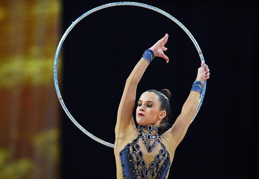 ניקול זליקמן אליפות עולם סופיה חישוק (צילום: EPA)