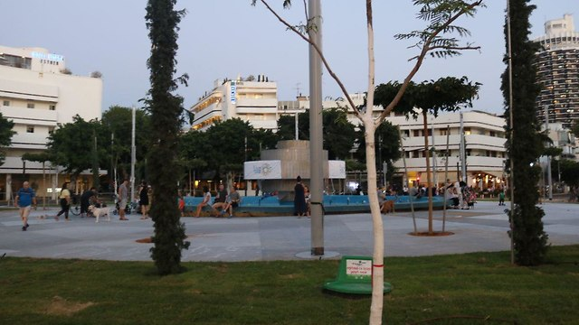 כיכר דיזנגוף המחודשת ()