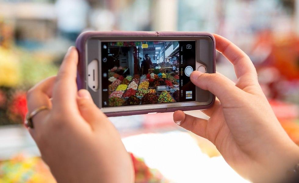 מטיילים ומעלים לרשתות החברתיות (צילום: ריקי רחמן)