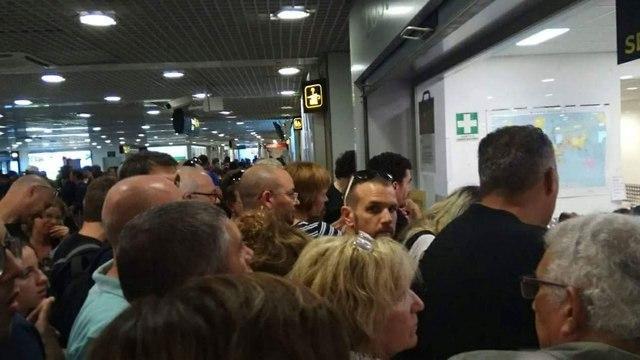 נוסעים נתקעו ללא מזוודות  ()