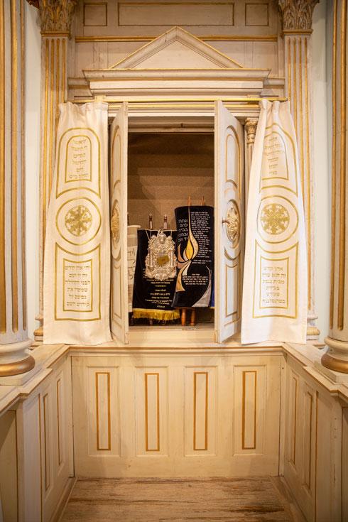ארון הקודש מתנשא לגובה 7.5 מטרים (צילום: דור נבו)