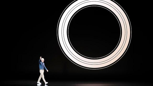 טים קוק בהשקת האייפונים החדשים  (צילום: רויטרס)