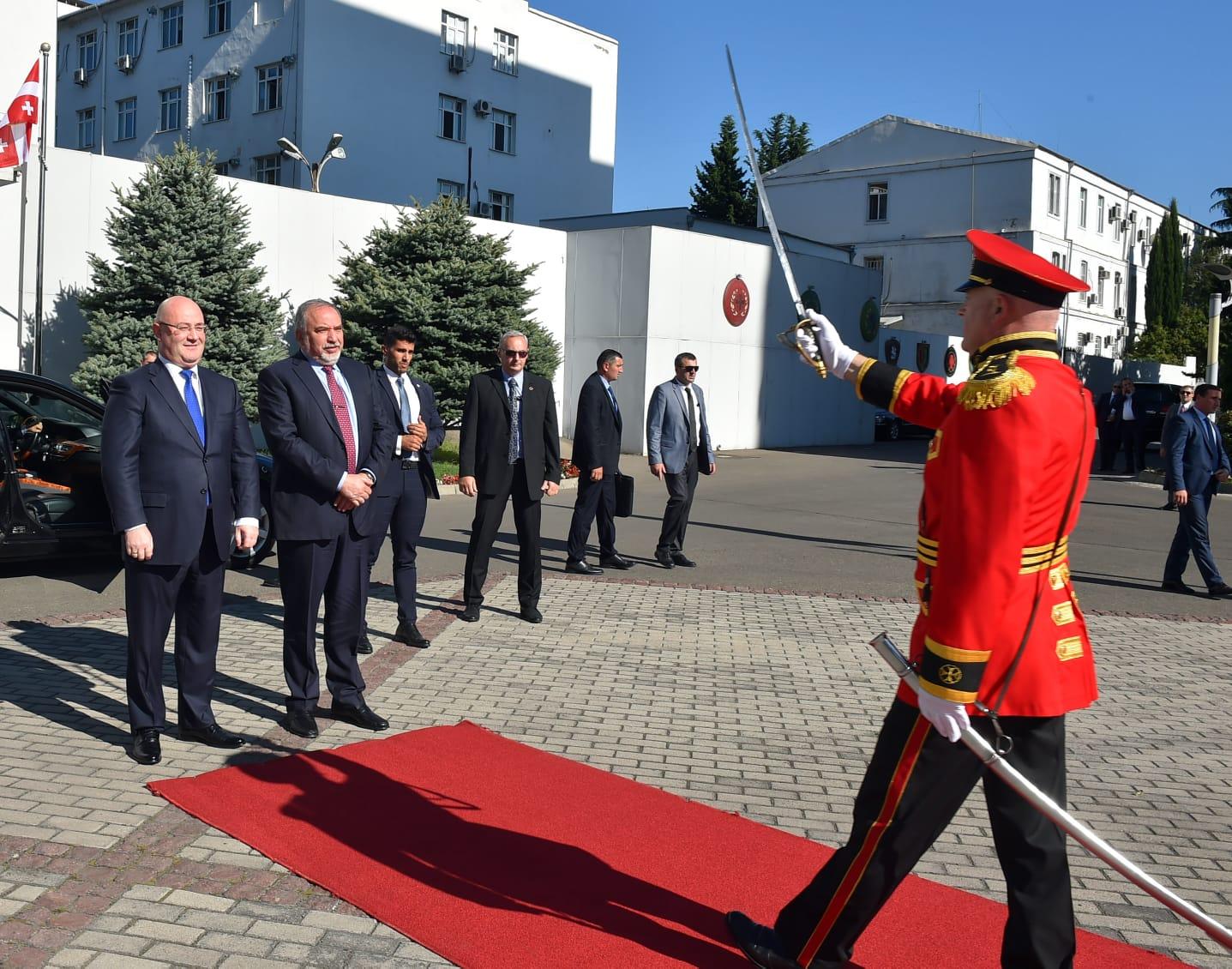 Министры обороны Авигдор Либерман (Израиль) и Левон Изория (Грузия). Фото: Ариэль Хермони