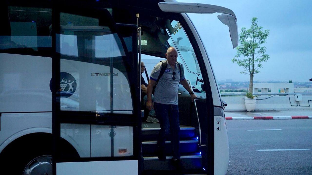 נבן ספאחיה מגיע לשדה התעופה (צילום: האתר הרשמי של מכבי תל אביב)