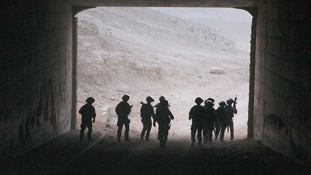 Police in Khan al-Ahmar (Photo: AP)