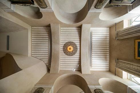 תקרה בקומת הכניסה (צילום: אילן נחום)