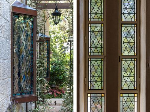 חלק מהחלונות הן עבודות ויטראז' צבעוניות (צילום: אילן נחום)