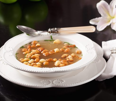 מרק בשר צח עם שקדי מרק ביתיים (צילום: כפיר חרבי, סגנון: עמית דונסקוי)