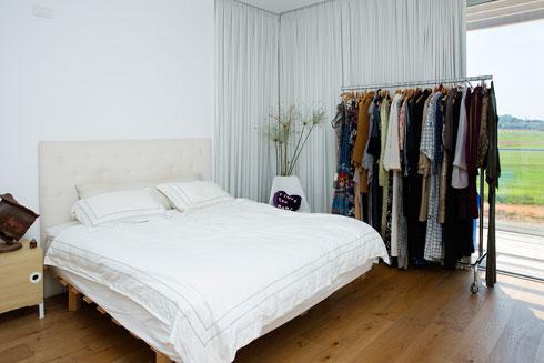 חדר השינה של ההורים (צילום: ענבל מרמרי)