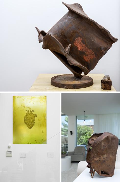 עבודות אמנות פזורות בחדרי הבית (צילום: ענבל מרמרי)