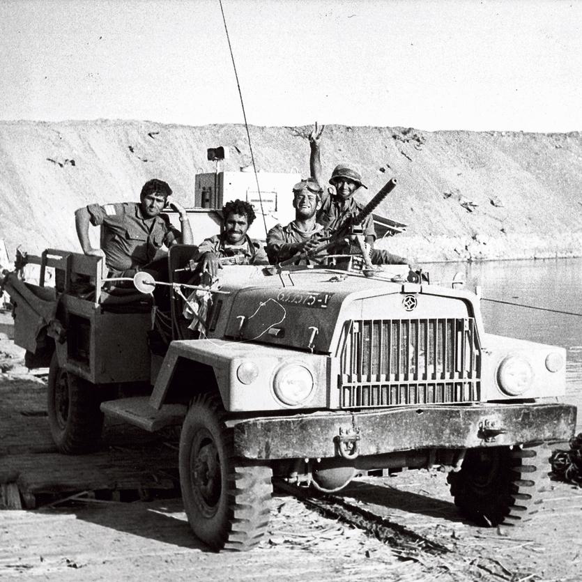 """""""אנחנו באפריקה"""". החיילים חוצים את תעלת סואץ"""