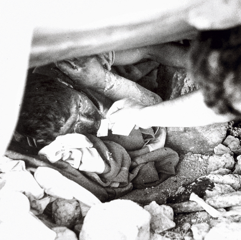 חייל סורי, שנאלץ לשרוד שלושה ימים בלי אוכל ומים, יוצא מהמחבוא