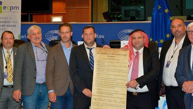 יוסי דגן בפרלמנט האירופי (צילום: מועצה אזורית שומרון)
