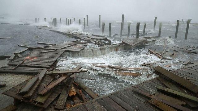 טפט הוריקן פלורנס מתקרב ל חופים חוף חופי ארה