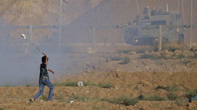 פלסטינים מתעמתים עם כוחות צה