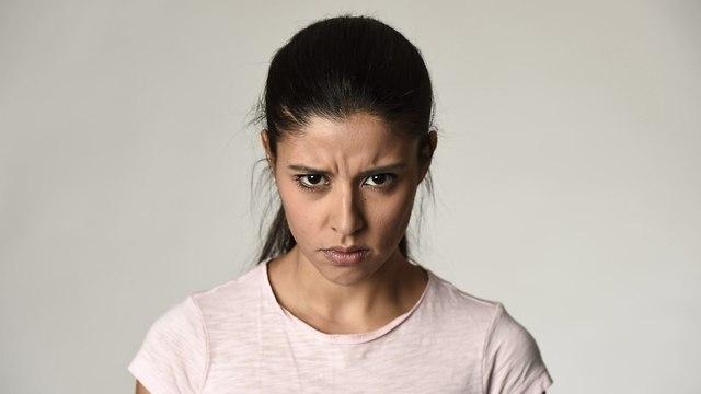 אישה כועסת (צילום: shutterstock)