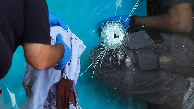 פיגוע דקירה בצומת גוש עציון (צילום: AFP)