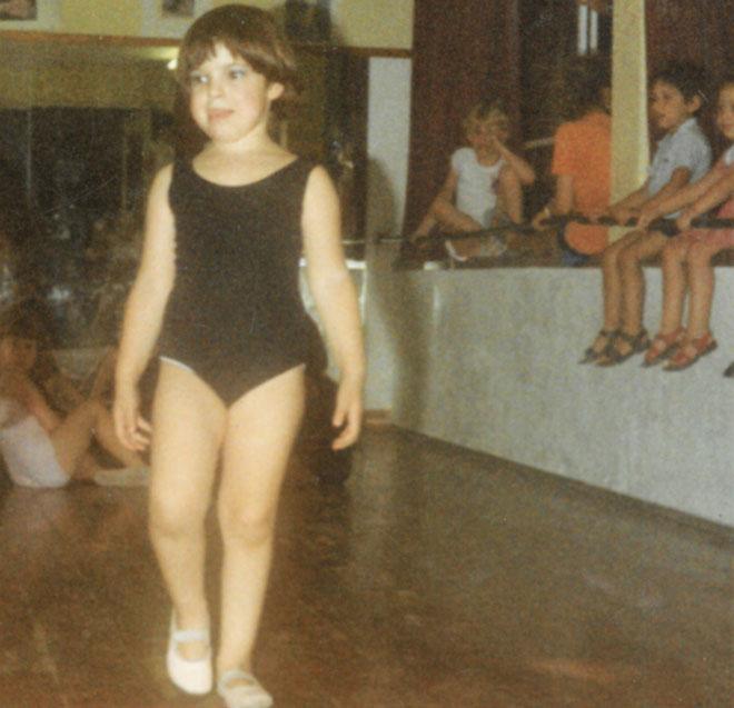 """תמונת ילדות. """"מגיל שלוש רקדתי ונהניתי להופיע בכל הזדמנות"""" (צילום: אלבום פרטי)"""