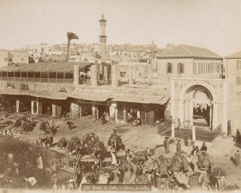 בסוף המאה ה-19. החומה נהרסה, ואת מקומה תפסו מבנים וחנויות (צילום: Félix Bonfils, Courtesy of The New York Public Library)