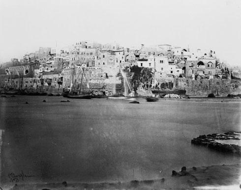 נמל יפו, אמצע המאה ה-19. חומת הים, שממנה לא נותר דבר, נראית היטב (צילום: Bergheim, P. Courtesy of the Library of Congress, LC-USZ62-106225)