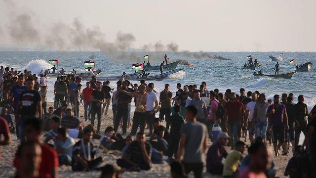 מחאה משט בעזה ליד גבול ישראל (צילום: AFP)