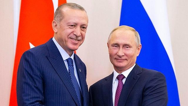 ולדימיר פוטין פגישה עם נשיא טורקיה רג'פ טאיפ ארדואן בסוצ'י רוסיה (צילום: EPA)