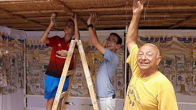 Jewish family builds Sukkah  (Photo: Adiel Cohen)