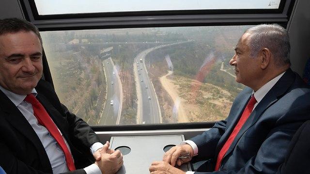 Нетаниягу и Кац в поездке по скоростной магистрали. Фото: Гершом Бен-Амос/GPO