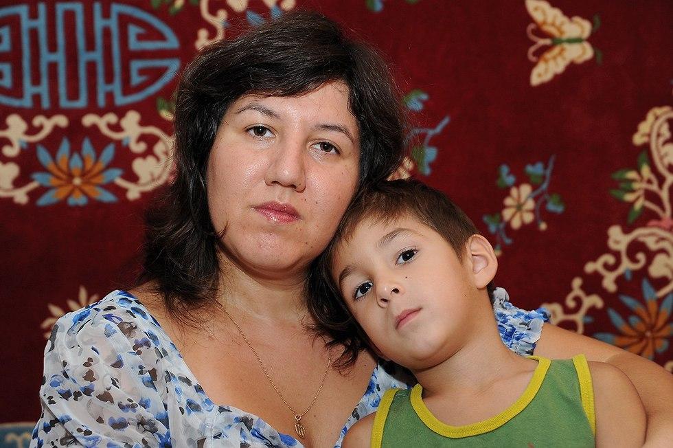 Ольга Задорова с сыном Леоном. Фото: Эфи Шрир