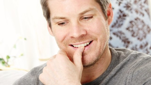גבר עושה סקסטינג (צילום: Shutterstock)