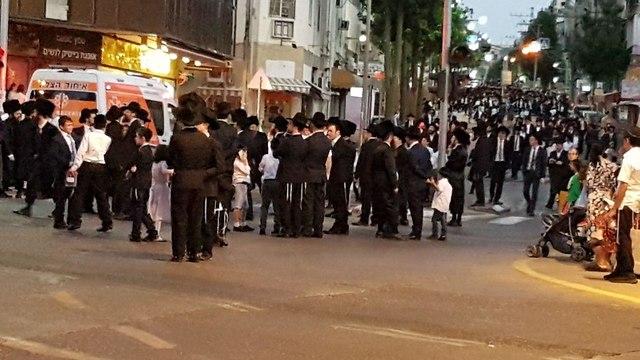 Haredim demonstrate in Bnei Brak