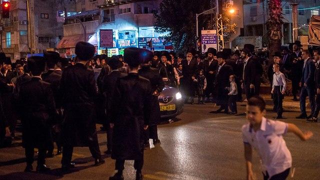 Violent Haredi demonstration   (Photo: Yuval Hen)