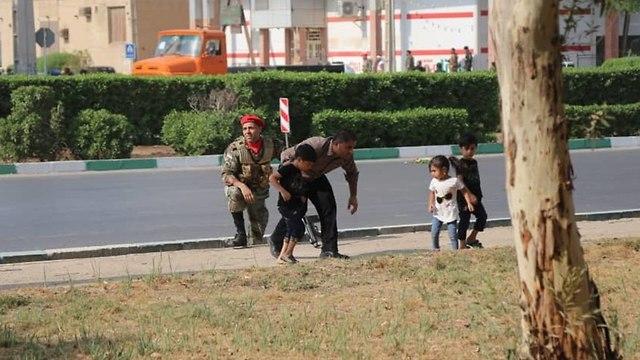 איראן מצעד צבאי פיגוע ירי אהוואז ()
