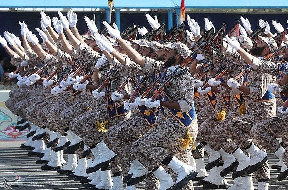 Revolutionary Guards (Photo: Reuters)