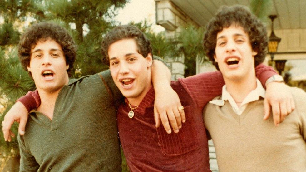 שלושה זרים זהים ()