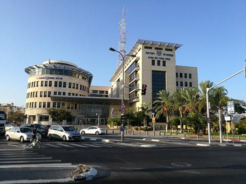 """מבנה משטרת ישראל.  """"מפלצת"""" על הרחוב (צילום: ציפה קמפינסקי)"""