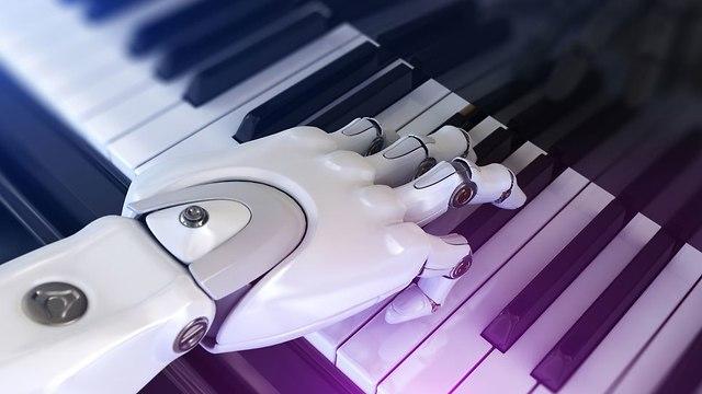 רובוט מנגן בפסנתר (אילוסטרציה: Shutterstock)