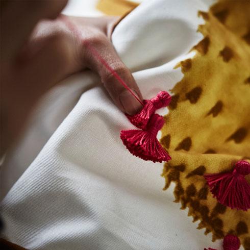 גדילים בעבודת יד, פרצי צבע על גווני אדמה (צילום: Inter IKEA Systems B.V)