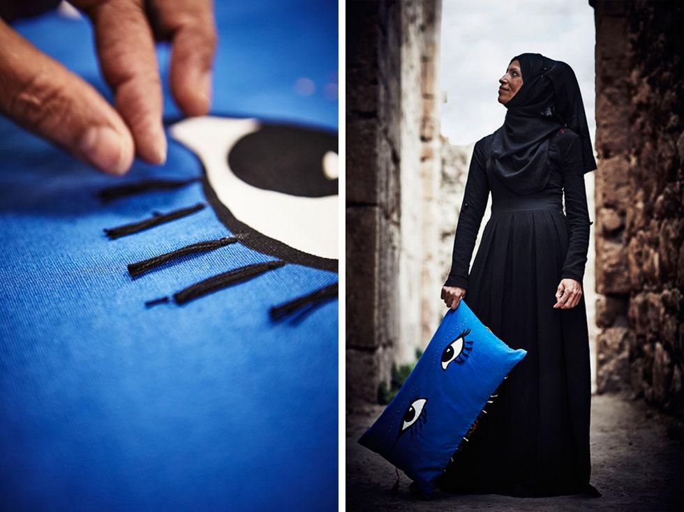 מימין: טחני אל-חטיב, פלשתינאית במקור, העובדת ב''עמותת נהר הירדן'', מיסודה של המלכה ראניה. למוטיב העין נוספו גדילים בעבודת יד, ולקולקציה כולה נבחרו צבעים מדבריים, יחד עם כחול ולבן של ים המלח (צילום: Inter IKEA Systems B.V)
