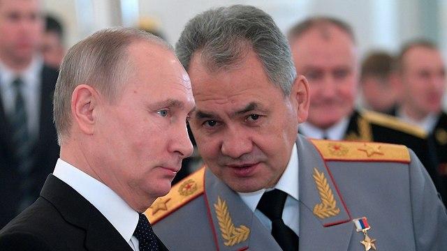 ולדימיר פוטין עם סרגיי שויגו שר ההגנה רוסיה (צילום: AP)