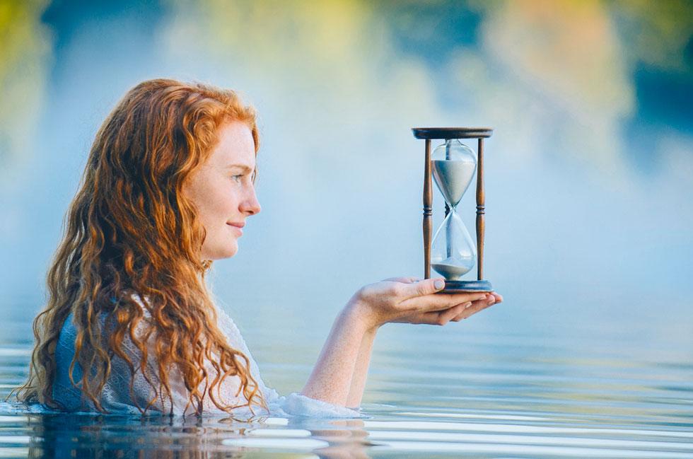 """""""מהעולם הבודהיסטי אני יכול להציע שתי אפשרויות: הראשונה היא לחיות בלי זמן בכלל. לא לתת לזמן לשלוט בנו כמו חרב שמונפת מעל ראשנו, כמו פיטר פן"""" (צילום: Shutterstock)"""