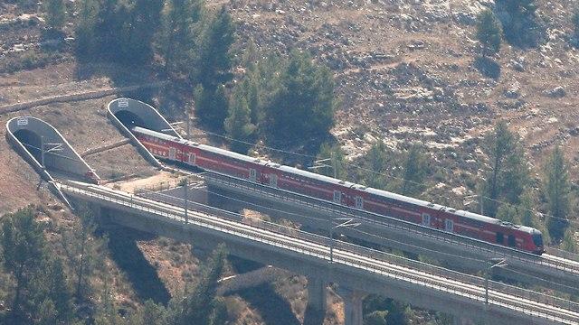 רכבת קן תל אביב ירושלים (צילום: רויטרס)